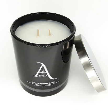 caramel scented candle in black armonie logo jar with double wick