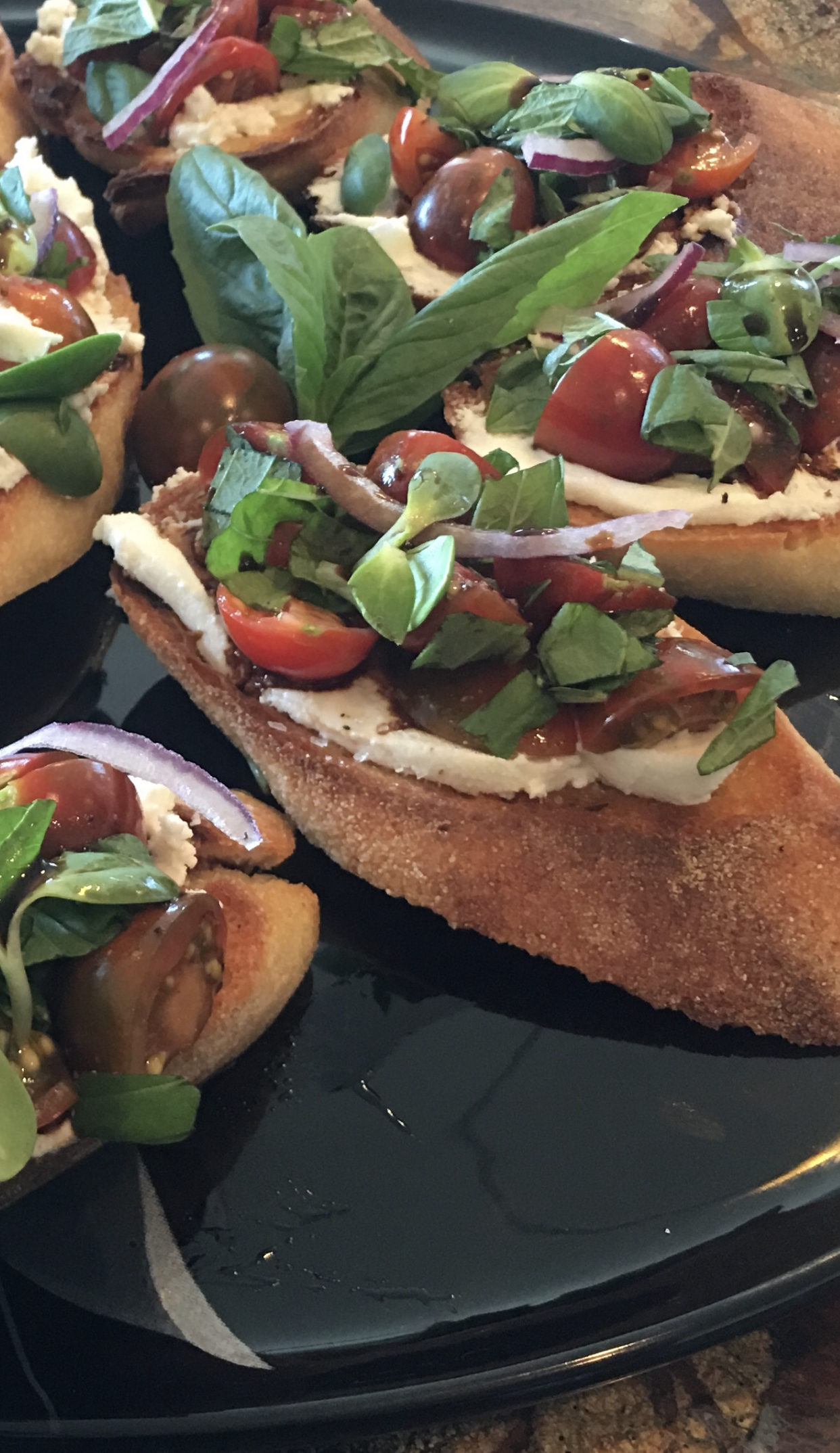 Goat cheese and tomato crostini