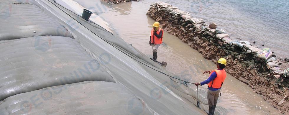 Konstruksi Pelindung Erosi Instalasi Pengolahan Air Limbah