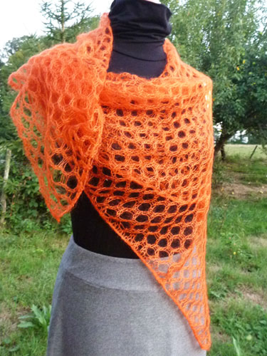 Foulard carré orange 44€