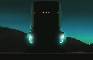 Tesla deve mostrar em setembro Caminhão Elétrico que percorre quase 500 km sem recarga