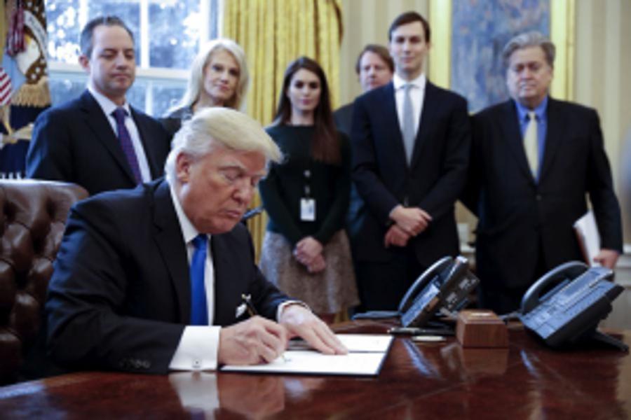 president-trump-signing-orders-to-advance-keystone-xl