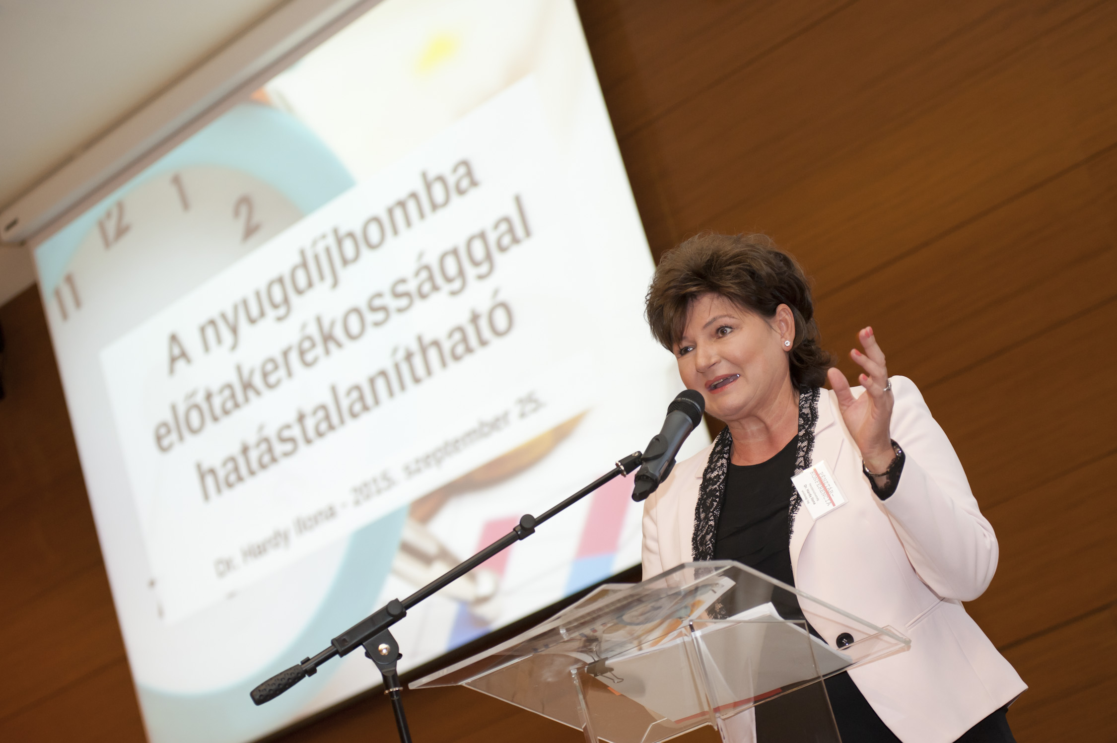 Dr. Hardy Ilona