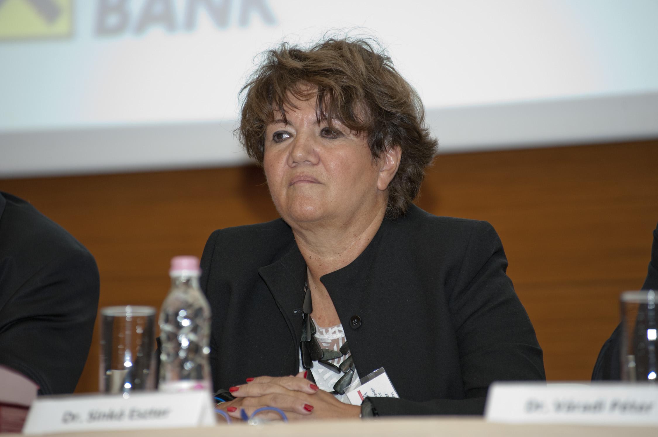 Dr. Sinkó Eszter