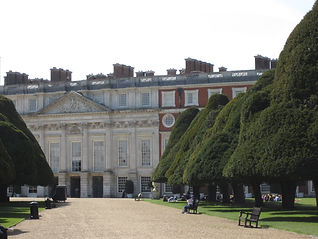Hampton Court Palace East Gardens.JPG