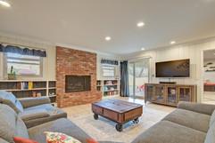 Living Room 4 (5).jpg