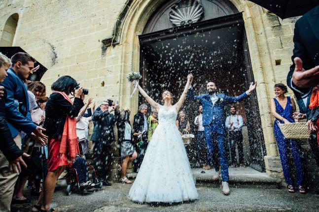 Sortie d'église des mariés à Cadenet