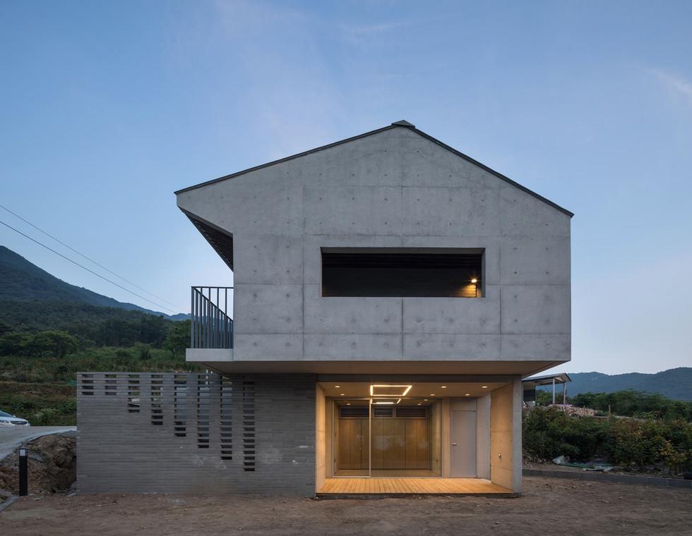 08_동측면_architect_K_Grandpascoolhouse_EXT