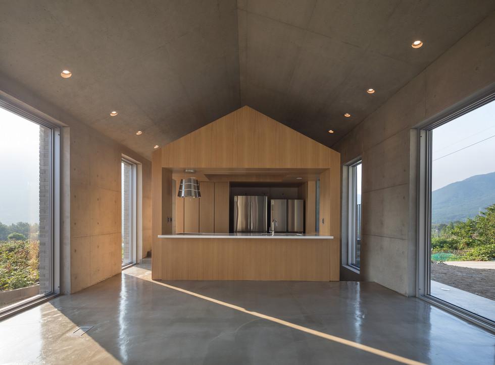 25_거실2_architect_K_Grandpascoolhouse_INT