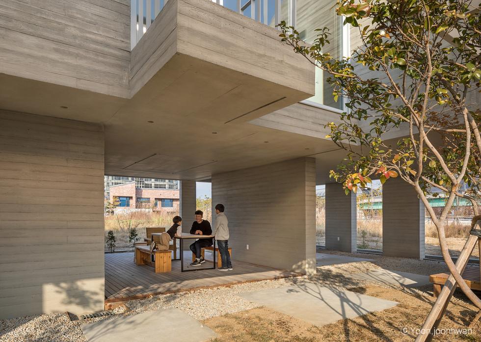 10_Courtyard_04_펀펀하우스_아키텍케이_건축가_이기철_funf