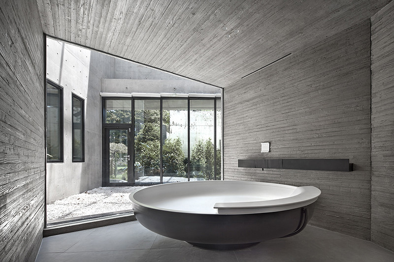 14_Int_Bath.jpg