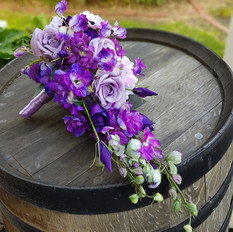 Lilac and purple teardop bridal bouquet. Classic style.