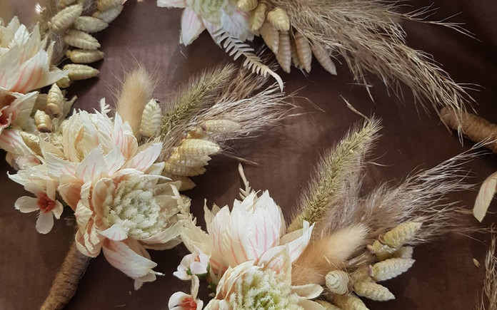Dried and Faux combined buttonholes.