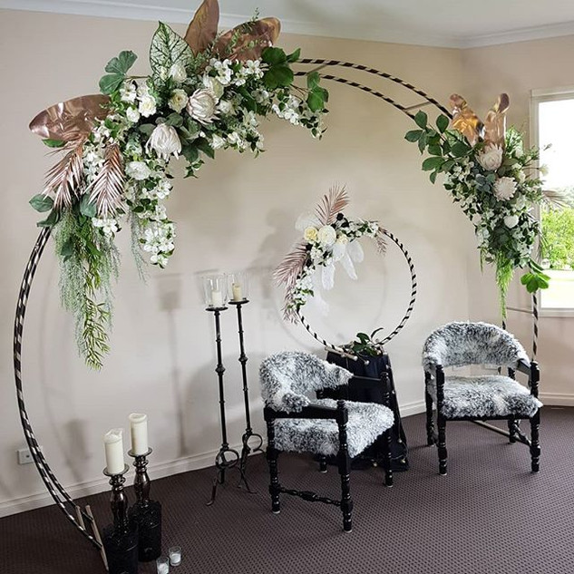 Customized arch and matching cake hoop f