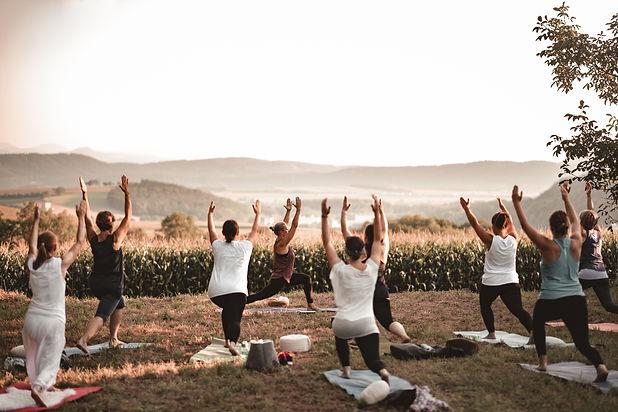 Zauberland - Yoga auf der Wiese-154.jpg