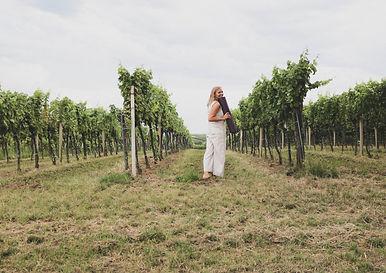 in Weingarten sie geht mit Matte.jpg