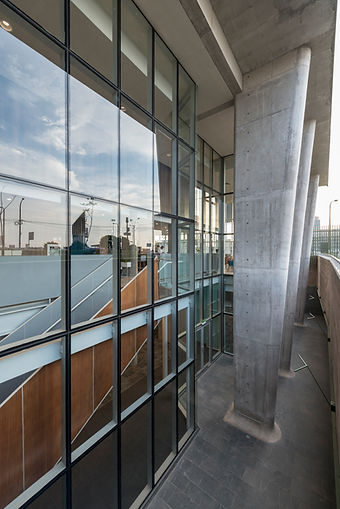 Holiday Inn Lima Airport - columnas triple altura