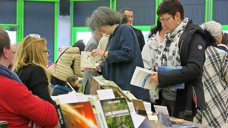 Une bourse aux livres dans la salle des fêtes de Lamotte-Beuvron