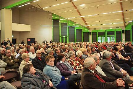 Une réunion publique dans la salle des fêtes de Lamotte-Beuvron