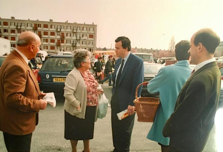Patrice Martin-Lalande en campagne législative en 1993