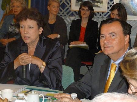 Venue de la Ministre de la santé Roselyne Bachelot à l'EHPAD de Châteauvieux