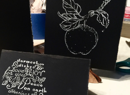 DIY Black & White Place Cards and Cuisine Labels.