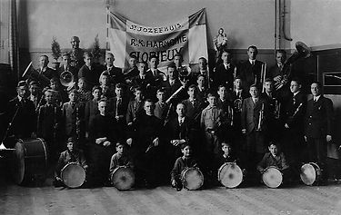 1936,harmonie4jrnaoprichting.jpg