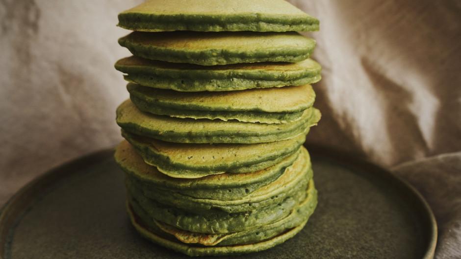 Pancakes au kale, avoine, graines de chanvre, lin et chia