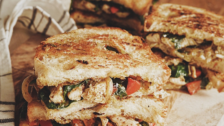 Grilled cheese au dindon et pesto