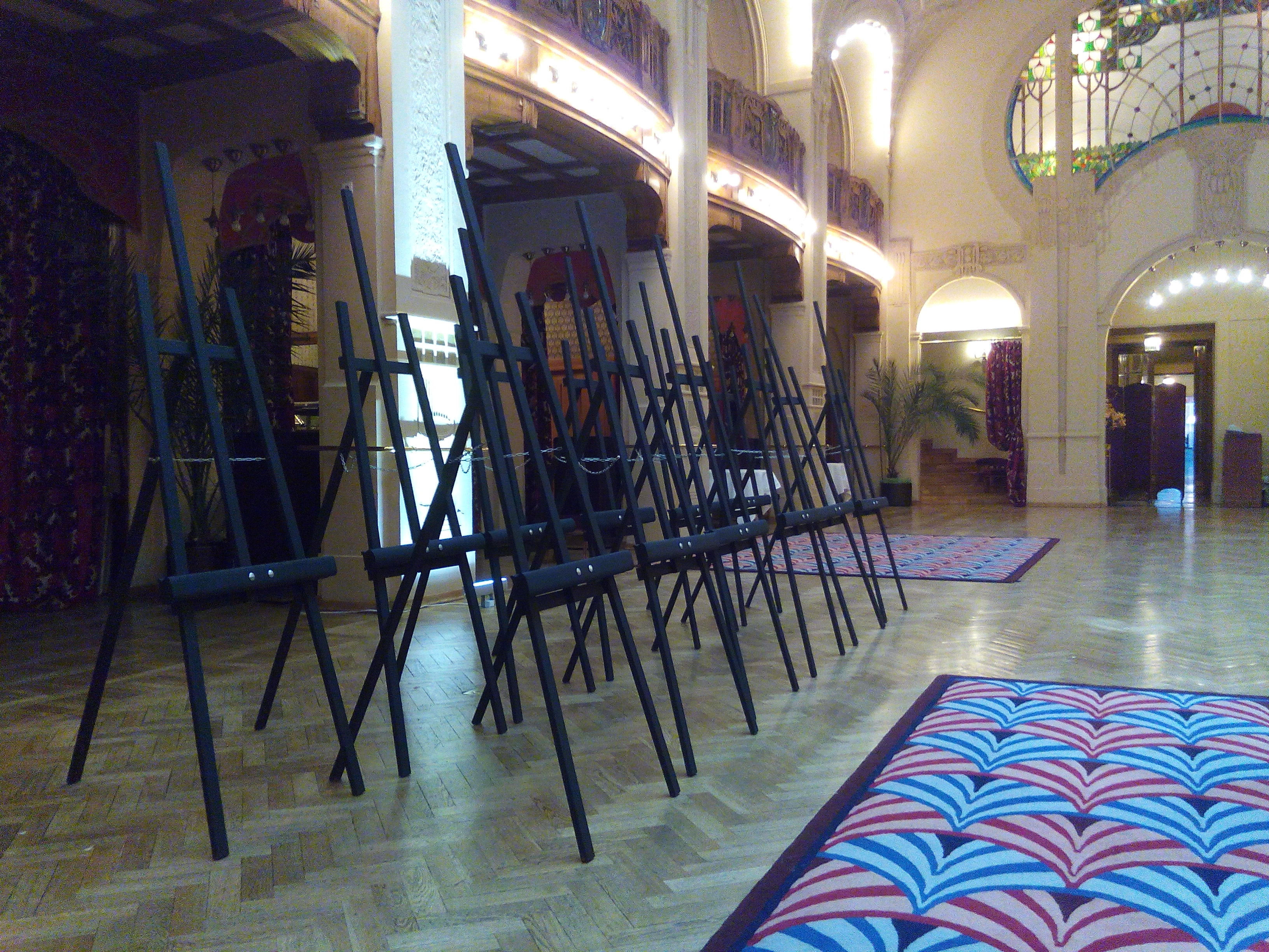 Мольберты в Гранд Отеле Европа