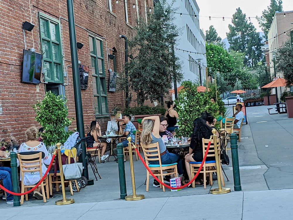 Outdoor dining in Pasadena, CA