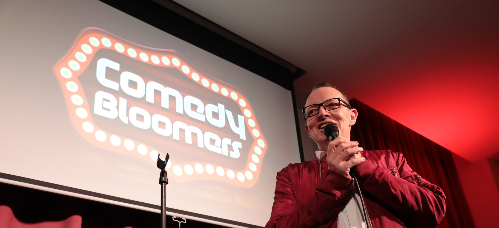 CHRIS SMITH AT COMEDY BLOOMERS (3).JPG