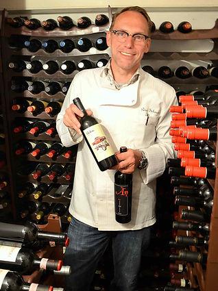 Peter Schmalen präsentiert Wein