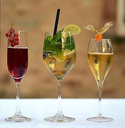 Drei angerichtete Weingläser