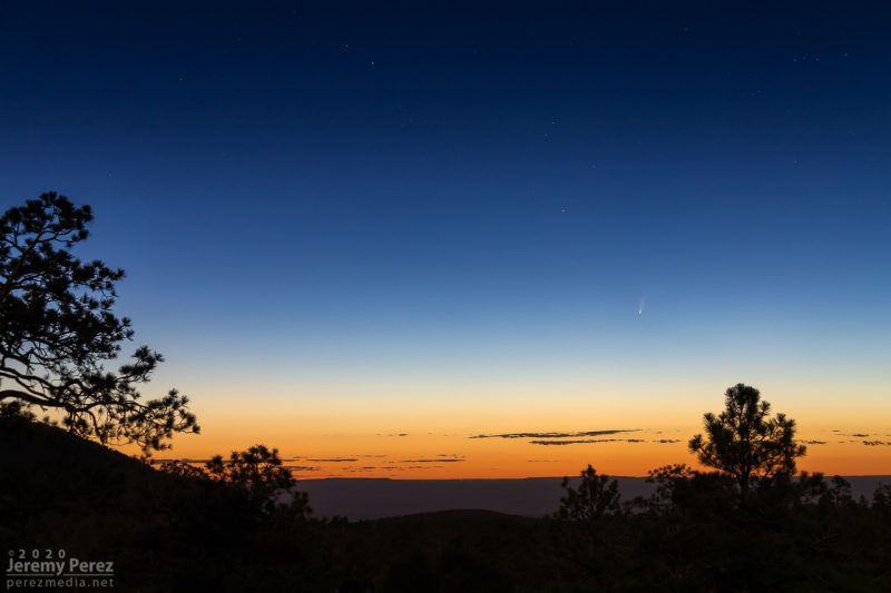 Neowise vue depuis Sunset Crater en Californie, avec une luminosité semblable à celle observée à l'oeil nu, le 5 juillet 2020. Image : Jeremy Perez