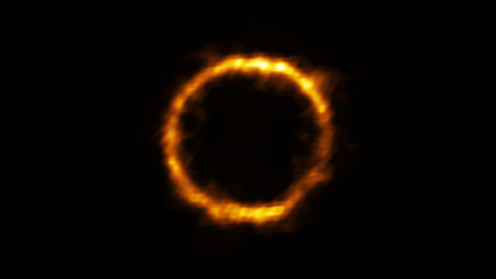 Quel phénomène permet d'expliquer la drôle de forme de cette galaxie lointaine ? Image : ALMA (ESO/NAOJ/NRAO), Rizzo et al.