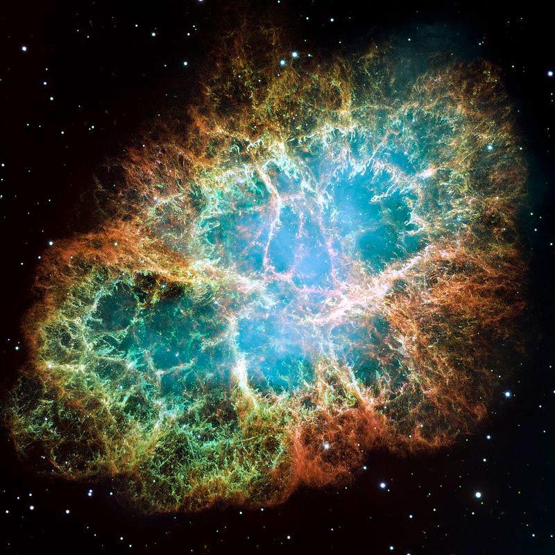 La gigantesque nébuleuse du Crabe, résidus de matière expulsée lors d'une supernova vers l'an 1054. Cette image est composée de plusieurs prises de vue réalisées en 1999 et 2000. Image : NASA, ESA, J. Hester and A. Loll (Arizona State University) — HubbleSite