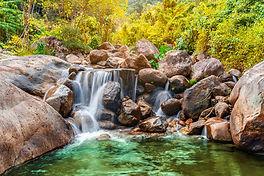 pierre-riviere-cascade-arbre-colore-vue-