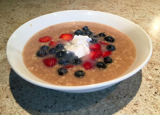Steel cut oats with cinnamon and fruit