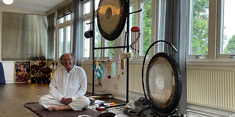 Flowing Yoga & Gong Bath with Tin and Kenneth