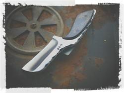 COVERT Razor Neck Knife
