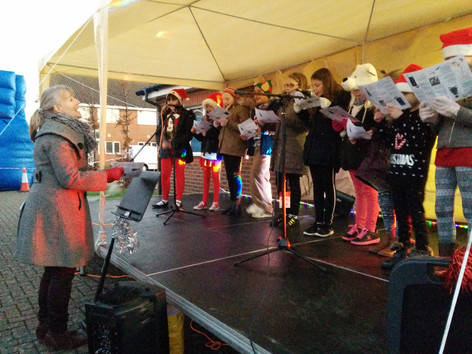 Choir Perform at Winter Extravaganza
