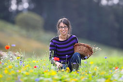 Rox Madeira trossachs wild apothecary, yoga teacher, nutritional therapist, pelvic health specialist, fertility support, retreats, postnatal, nature therapy