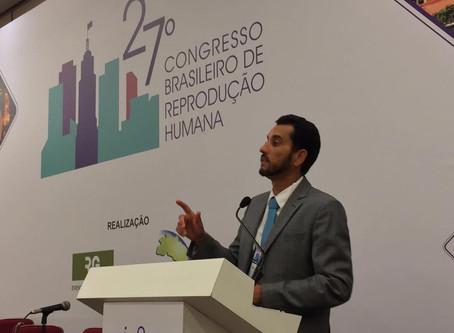 Dr. Vinicius Medina Lopes, apresentando sua aula no 27º Congresso Brasileiro de Reprodução Humana da