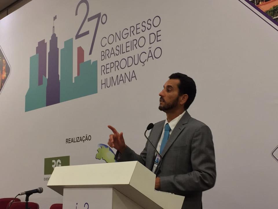 Dr. Vinicius Medina Lopes, apresentando sua aula no 27o Congresso Brasileiro de Reprodução Humana da SBRH, em São Paulo.