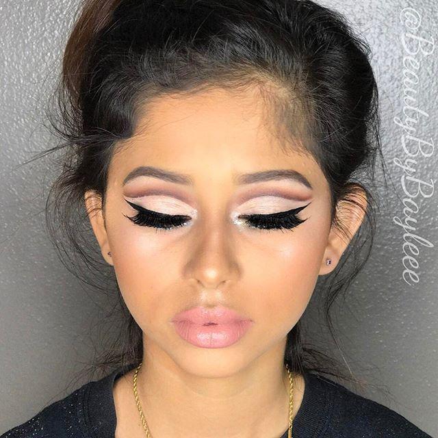 Cut Crease, natural lip 🖤