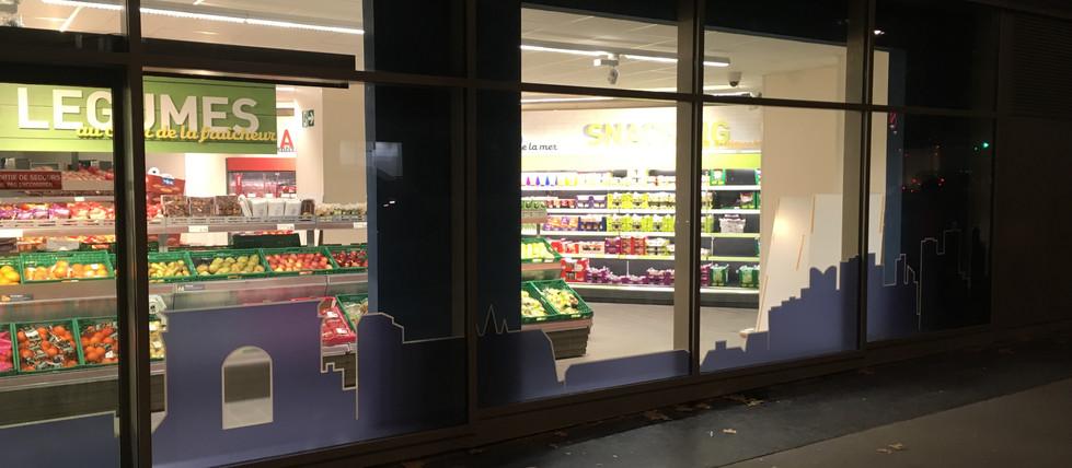 Vitrine personnalisée en vitrophanie sur mesure dans un supermarché ALDI - 3