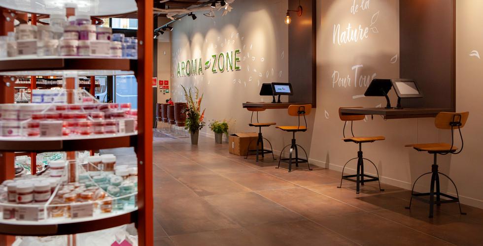 zone d'accueil digitale in store magasin cosmetiques bio AROMA ZONE LYON