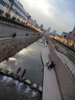 Bridging Dongdemun