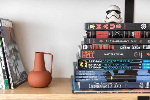 אוסף ספרים ודחויות קומיקס מקשטים